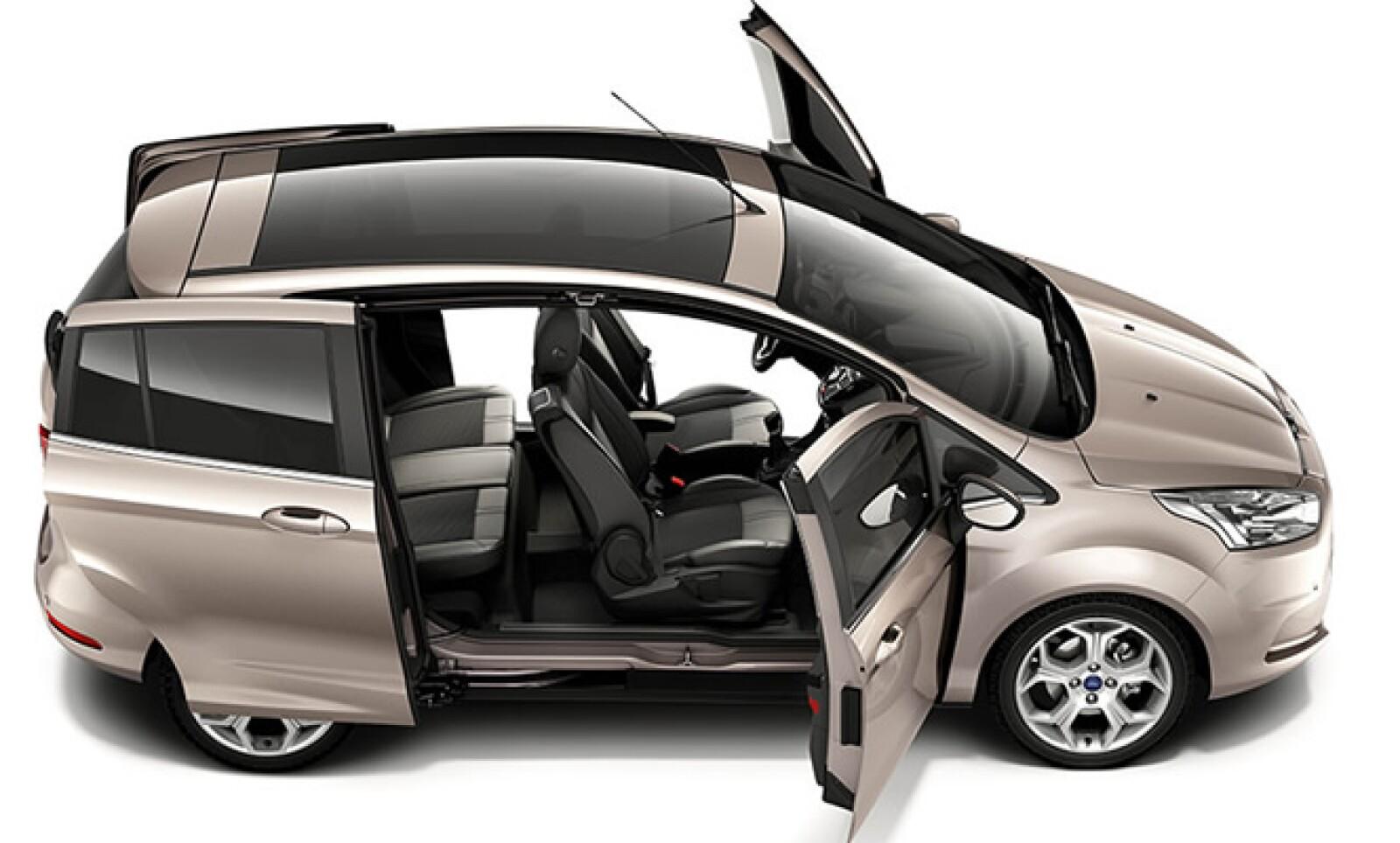El motor del B-MAX es un EcoBoost 1.0, que cuenta con emisiones CO2 de 114g/km y ahorro de combustible de 4.9l/100km, podría ahorrar a los clientes casi 340 euros año al año, dice Ford.