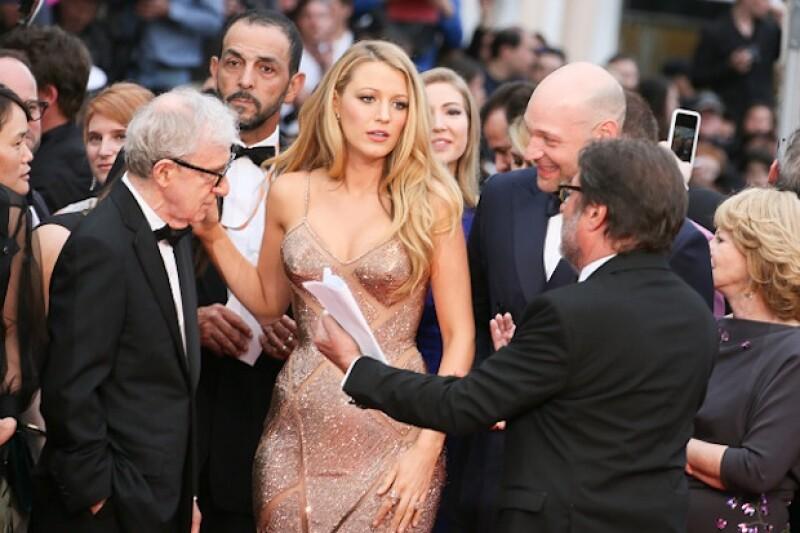 Woody Allen fue captado viendo con detenimiento el escote de Blake Lively.