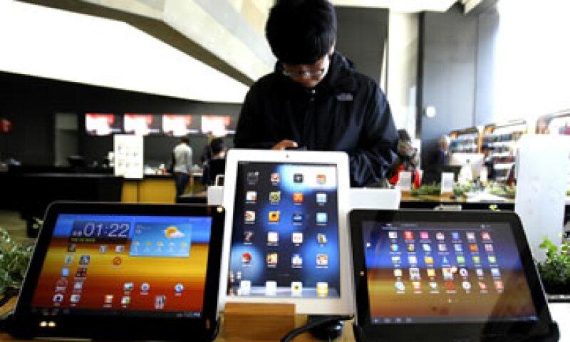 Apple y Samsung están envueltas en una enconada batalla legal que incluye más de 20 casos en 10 países. (Foto: AP)