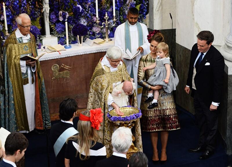 Nicolás recibióel pimer sacramento en Estocolmo a cuatro meses de su nacimiento,