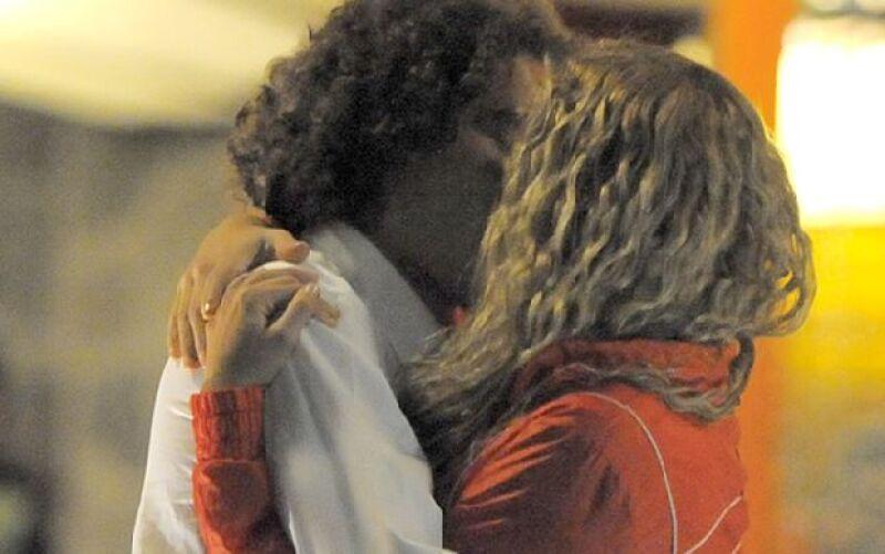 El ex de Dulce María y portero del América fue visto muy cariñoso con una joven.