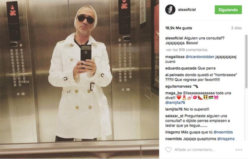 El cantante ha sido muy criticado por sus seguidores de Instagram por haber publicado una foto en la que ellos han considerado que su outfit es muy afeminado.