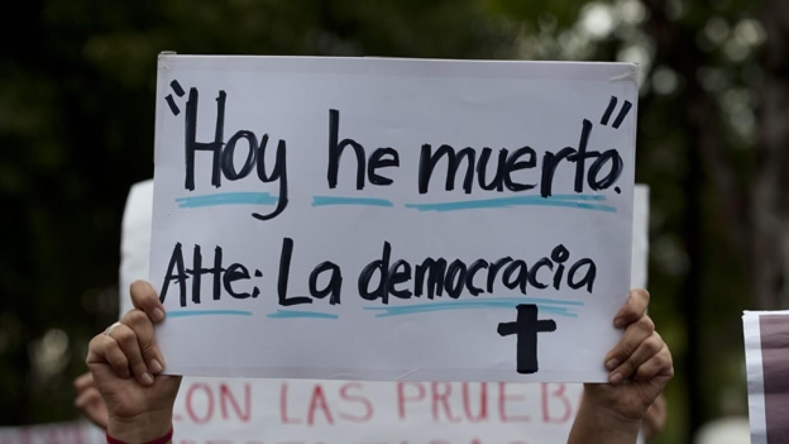 pancarta marcha funebre yosoy132