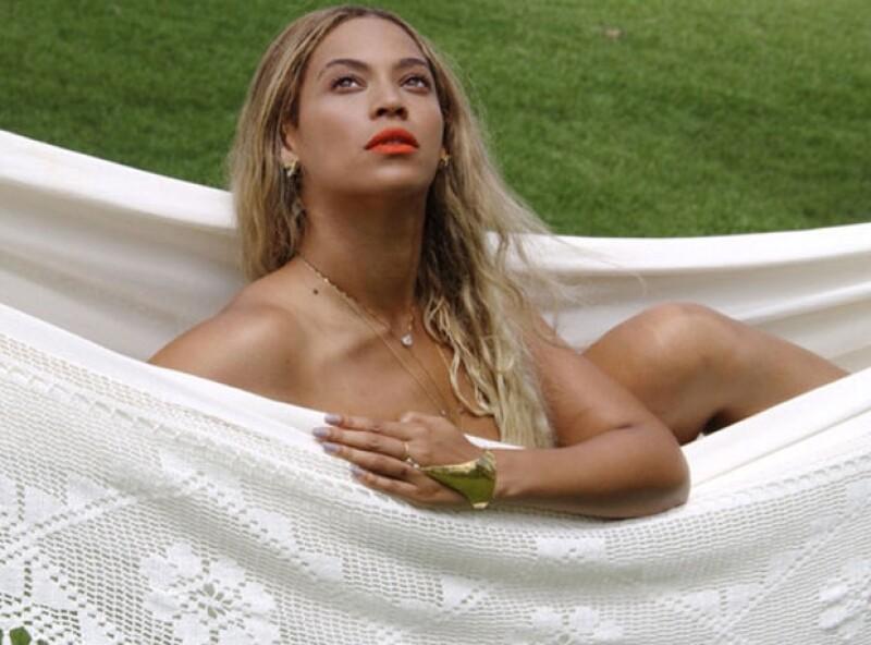 Beyoncé publicó esta foto en la que aparentemente está desnuda.