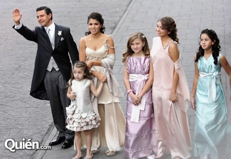 En la imagen: Enrique Peña, Paulina Peña, Regina Castro, Fernanda Catro (de vestido Lila), Sofía Castro y Nicole Peña.