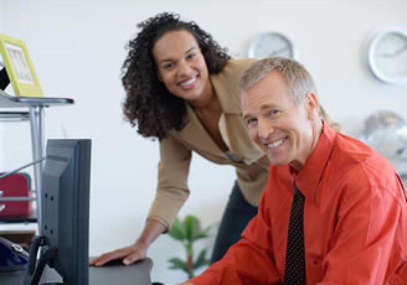 Los cursos en línea son una opción para expandir los conocimientos profesionales de las personas. (Foto: Jupiter Images)