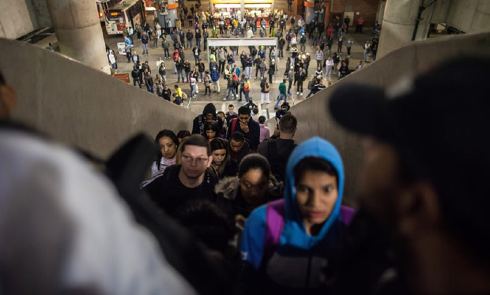 Las tres de las cinco líneas disponibles no se dieron abasto ante la cantidad de personas que no tenían otra forma de transportarse.
