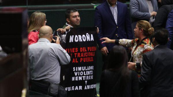 Protesta contra Fernández Noroña
