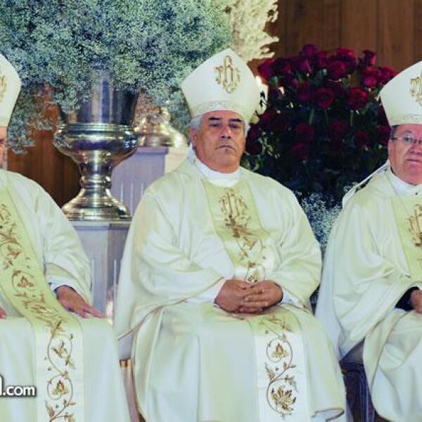 Un trío Divino. En la foto: Monseñor Onésimo Cepeda,Rafael Romo Muñoz,arzobispo de Baja California y el obispo Abelardo Alcántara