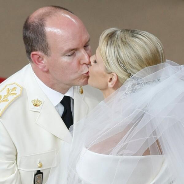 El beso!!! Ahora sí, ya marido y mujer por lo civil y por lo religioso.