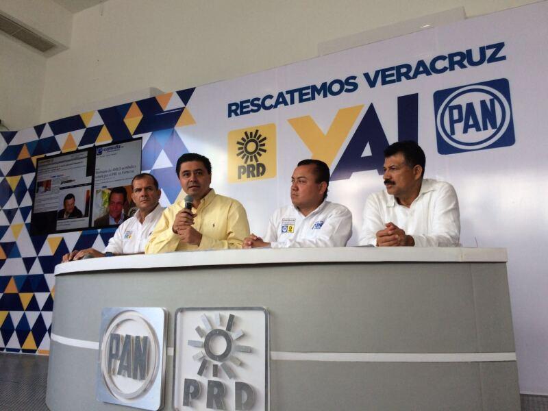 Los dirigentes del PAN y PRD en Veracruz, José Mancha Alarcón y Rogelio Franco Castán, respectivamente, acusaron al líder de Morena y al gobernador estatal de acordar una alianza para lograr votos a favor del candidato Héctor Yunes. (Foto: Cortesía/ PAN-PRD Veracruz)