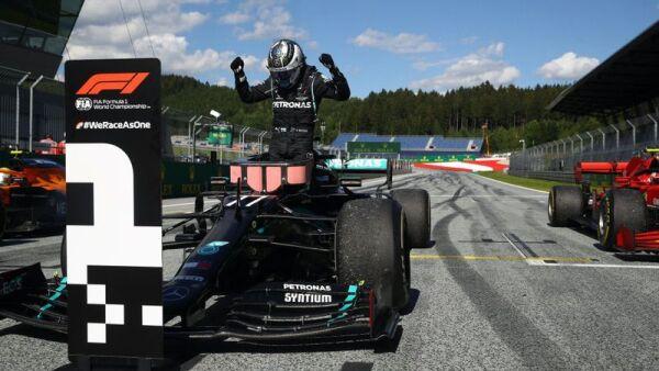 Bottas celebra su victoria en el GP de Austria