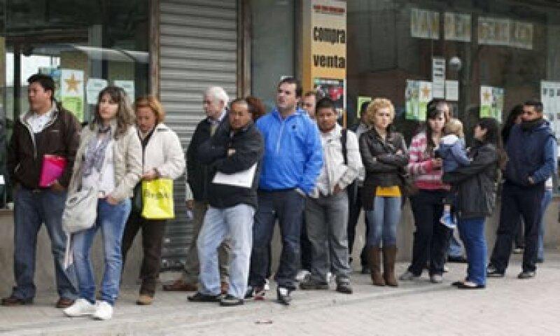 El descenso en el desempleo es muy inferior al resgistrado en abril de 2011.(Foto: Reuters)