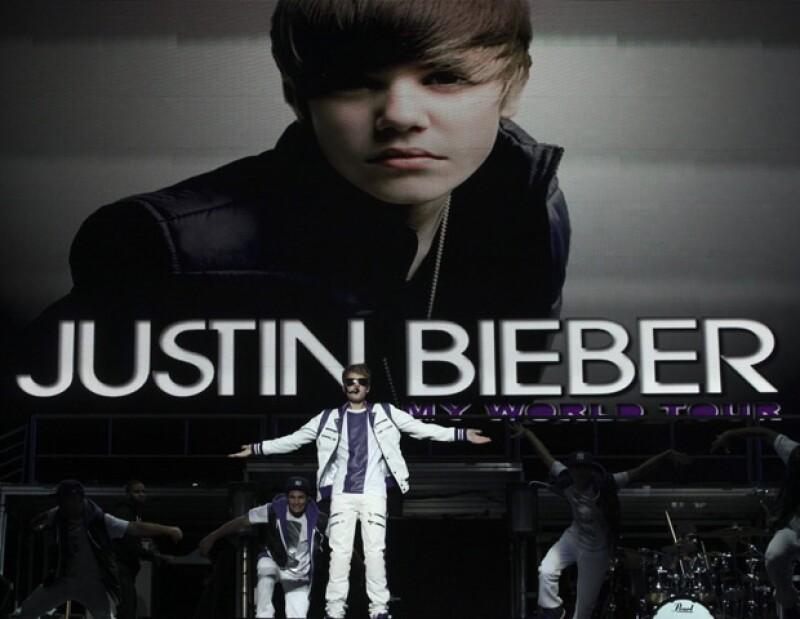 Justin enloqueció a las adolescentes en Monterrey.