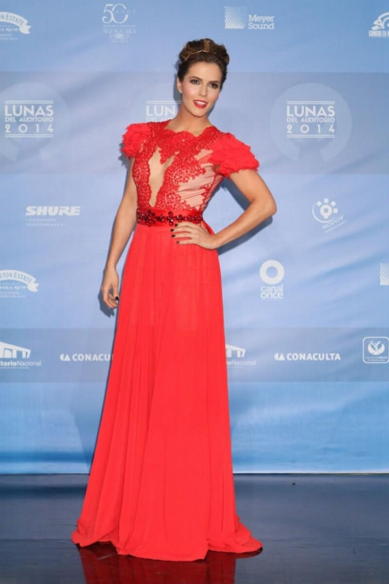 Claudia Álvarez en las Lunas 2014 con un vestido del diseñador Arturo Valdés.