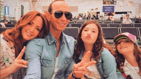 Mía es la hija mayor fruto del matrimonio de Andrea Legarreta y Erik Rubín.