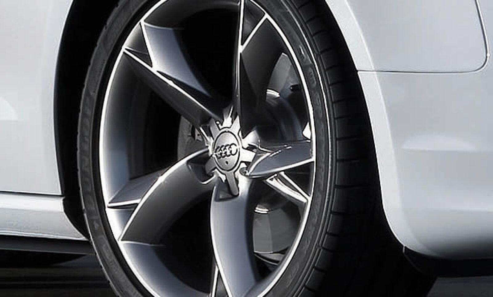En cuanto a performance, equipa un motor de 2.0 litros que alcanza unos 211 caballos de potencia.