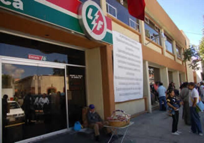 Las oficinas de Luz y Fuerza del Centro permanecen cerradas. (Foto: Notimex)