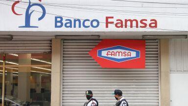 Autoridades financieras revocan la licencia operativa a Banco Famsa.