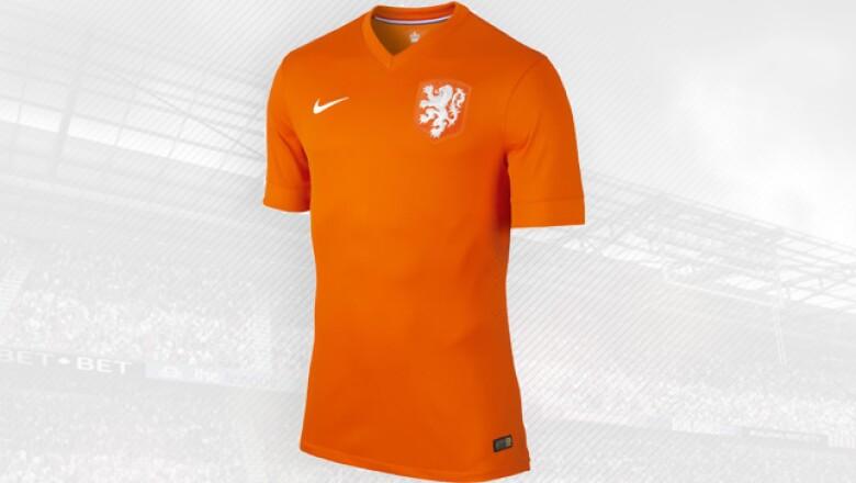El diseño que Nike hizo es un homenaje a los 125 años del futbol holandés.