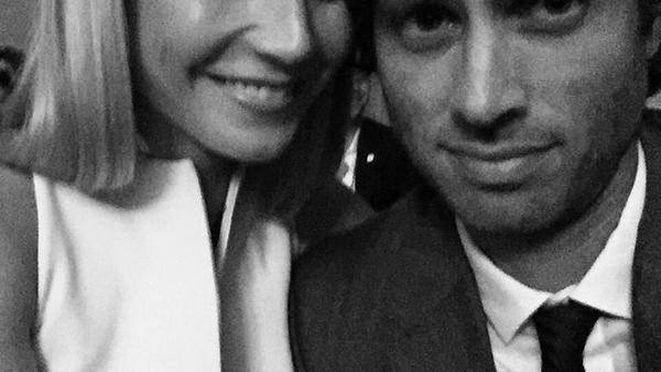 Después de un tiempo de especulación, la pareja hace oficial su relación con una foto que subieron a Instagram.