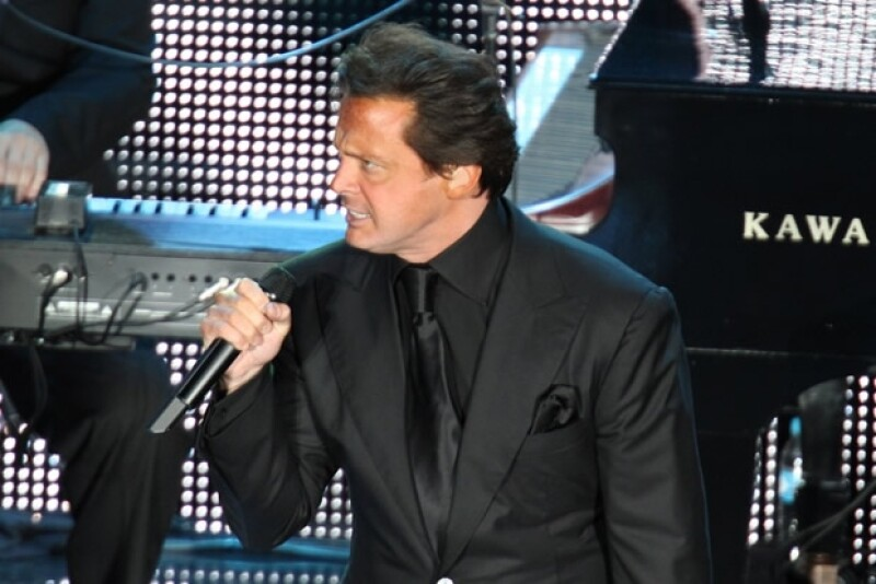 El cantante mexicano ha decidido deshacerse de su mansión de Bel Air, la cual cuenta con cinco cuartos, cinco baños y una piscina en forma de gruta.