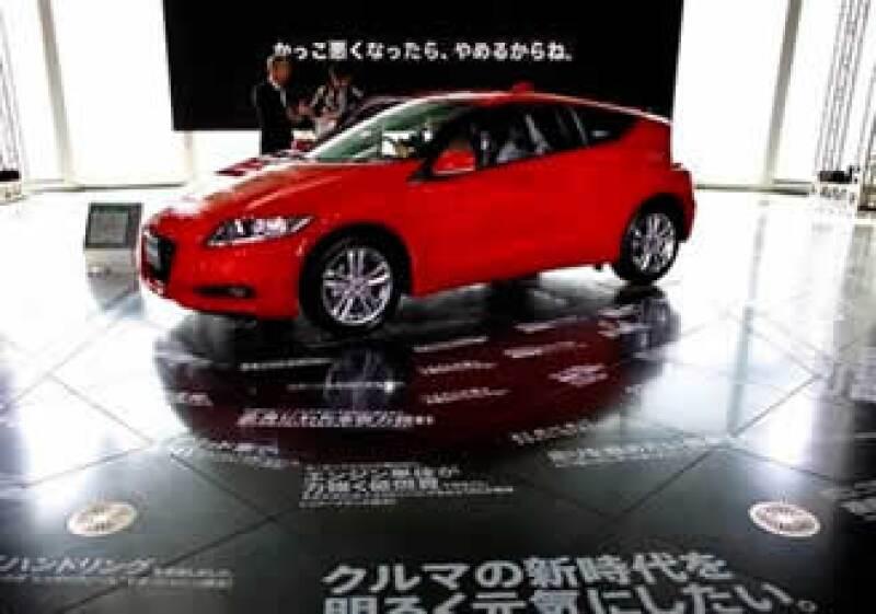 Algunos analistas opinan que los consumidores optarán por adquirir automóviles de Ford o GM ante las fallas de las firmas japonesas. (Foto: AP)