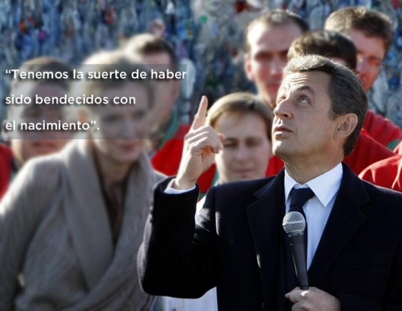 Nicolas Sarkozy dijo sentirse muy feliz por el nacimiento.