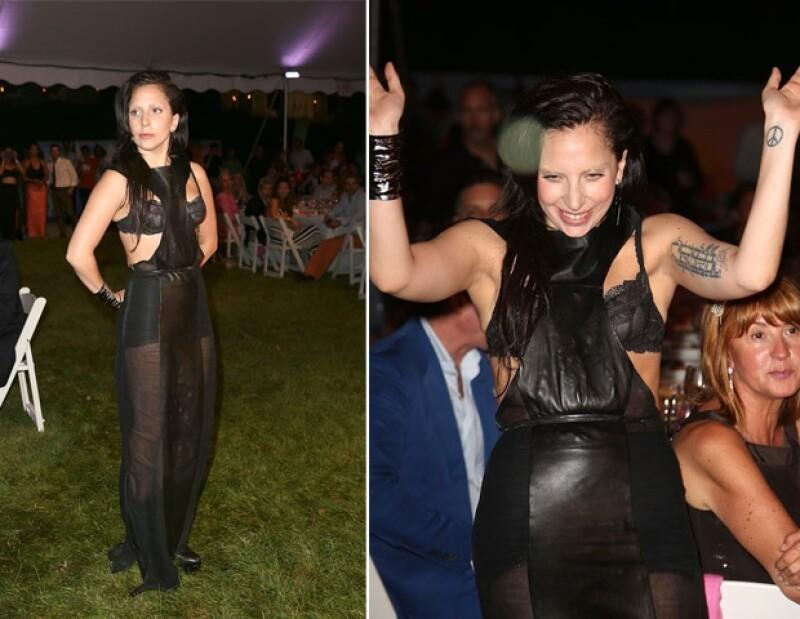 Ayer la cantante acudió a una cena benéfica en Nueva York donde impactó por dejar los vestidos extravagantes y lucir algo más sencillo.