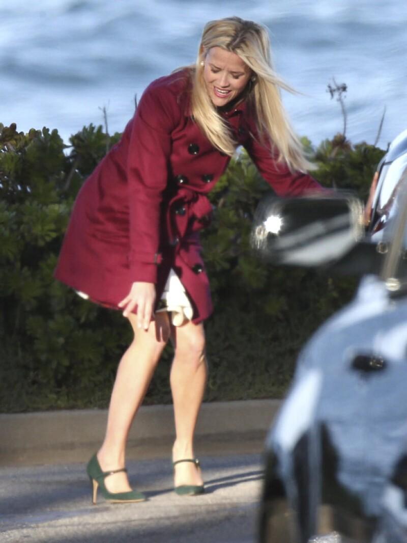 Auch! La actriz se mostró adolorida tras levantarse de la caída.