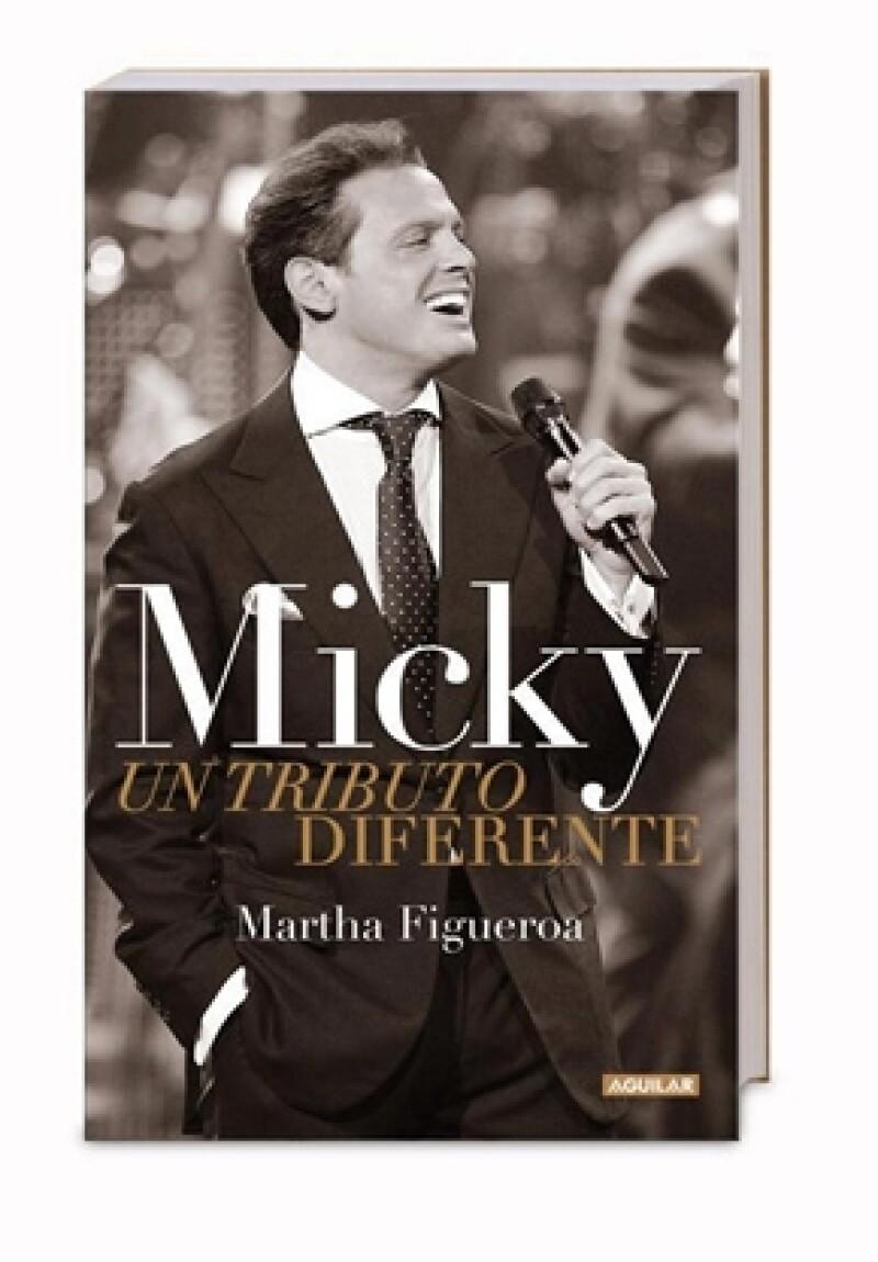 La periodista celebró anoche el lanzamiento de su publicación, `Micky. Un Tributo Diferente´ y tiene la esperanza que el cantante lo lea.