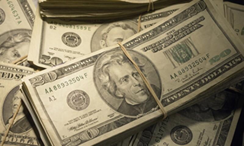 El dólar se adquiere en un mínimo de 12.39 pesos en ventanillas. (Foto: Getty Images)