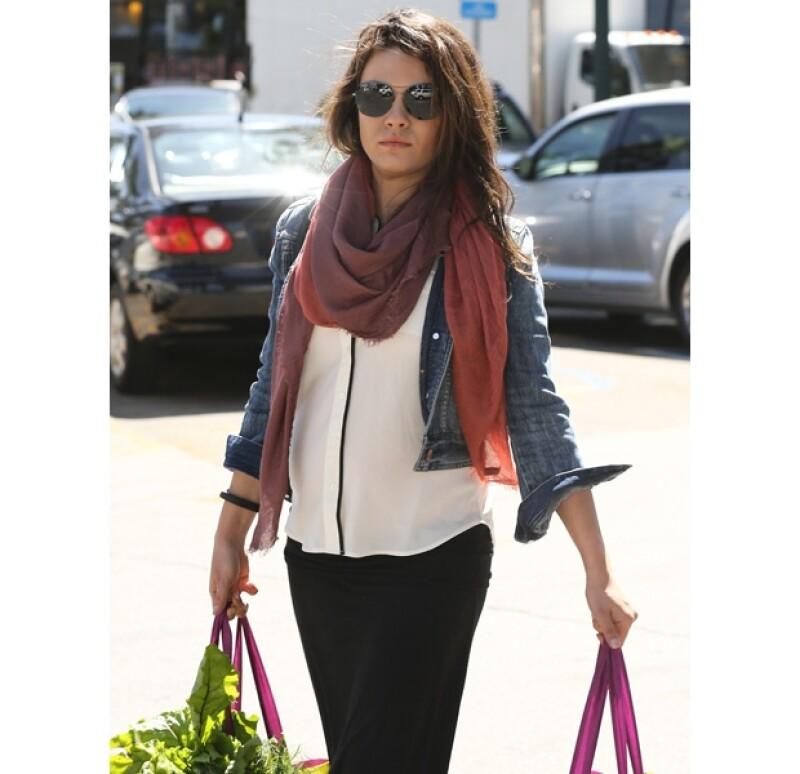 Mila y Ashton visitaron a la familia del actor en Iowa, luego de que se diera a conocer la noticia. En la imagen, haciendo algunas compras.