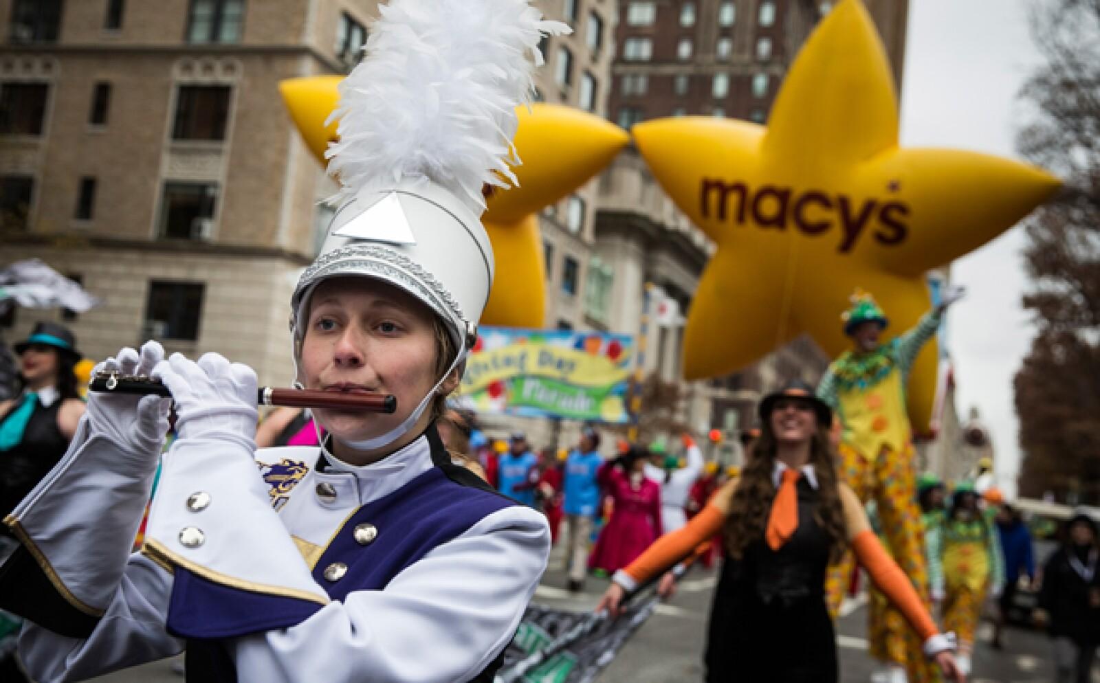 Cada año cerca de 3.5 millones de espectadores inundan las calles para ver el desfile.