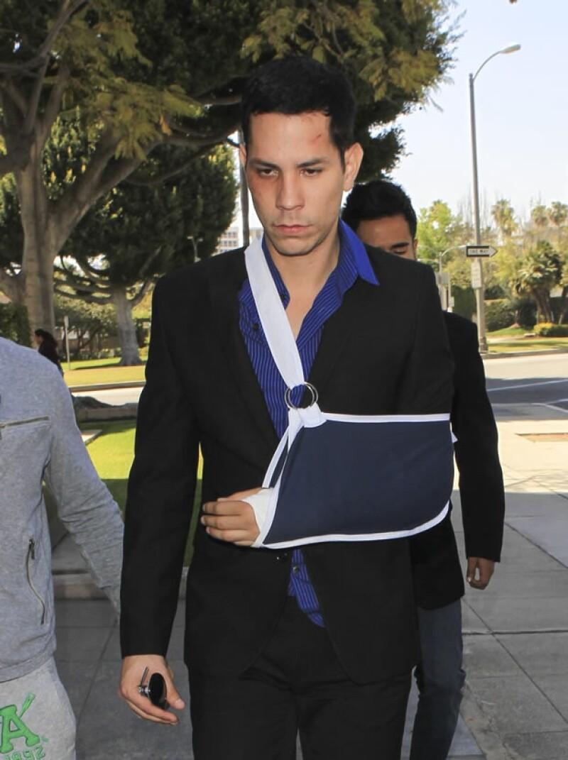 El ex RBD fue captado en Beverly Hills, su apariencia indica que él quedó peor que Benjamin Stewart-Kruger. El cantante manifestó su dolor, tanto físico como psicológico tras el incidente.