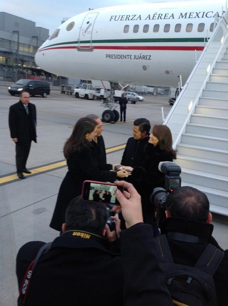 La pareja presidencial arribó esta tarde a Suiza, donde el mandatario mexicano participará en el Foro Económico Mundial.