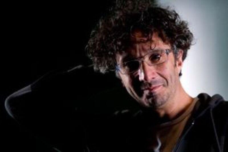 El músico argentino tiene casi terminados los temas de su próximo disco, mientras que el guión para una nueva película que llamaría `Novela´ quizás pueda terminarlo a mediados del 2010.
