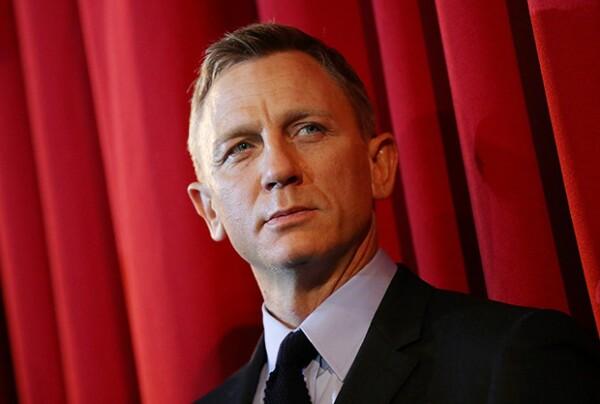 Daniel Craig reprochó el éxito que tienen las Kardashian con su polémico comportamiento.