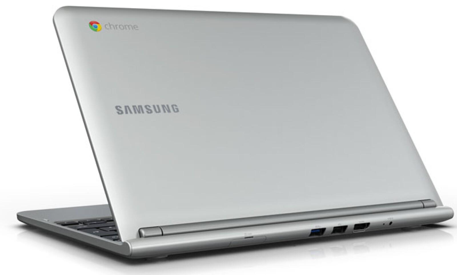 Cuenta con 1 puerto USB de tercera generación y un par más de segunda generación.
