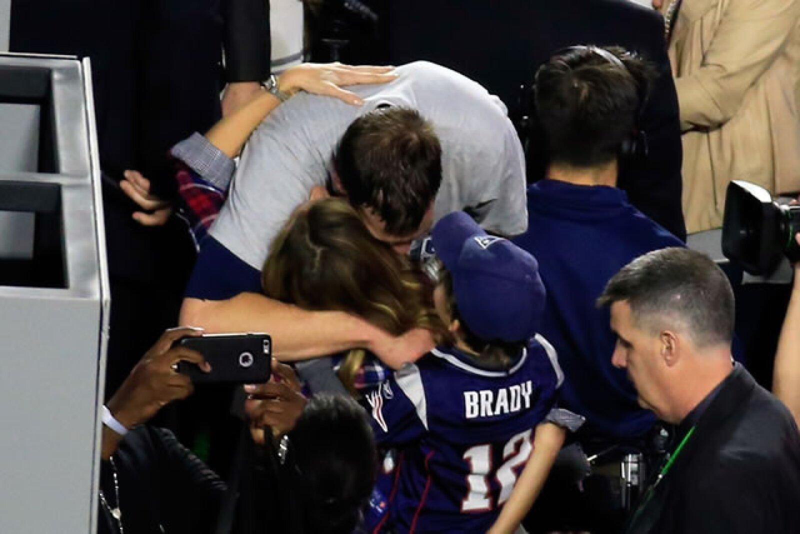 La familia regaló a los medios uno de los momentos más tiernos de la noche.