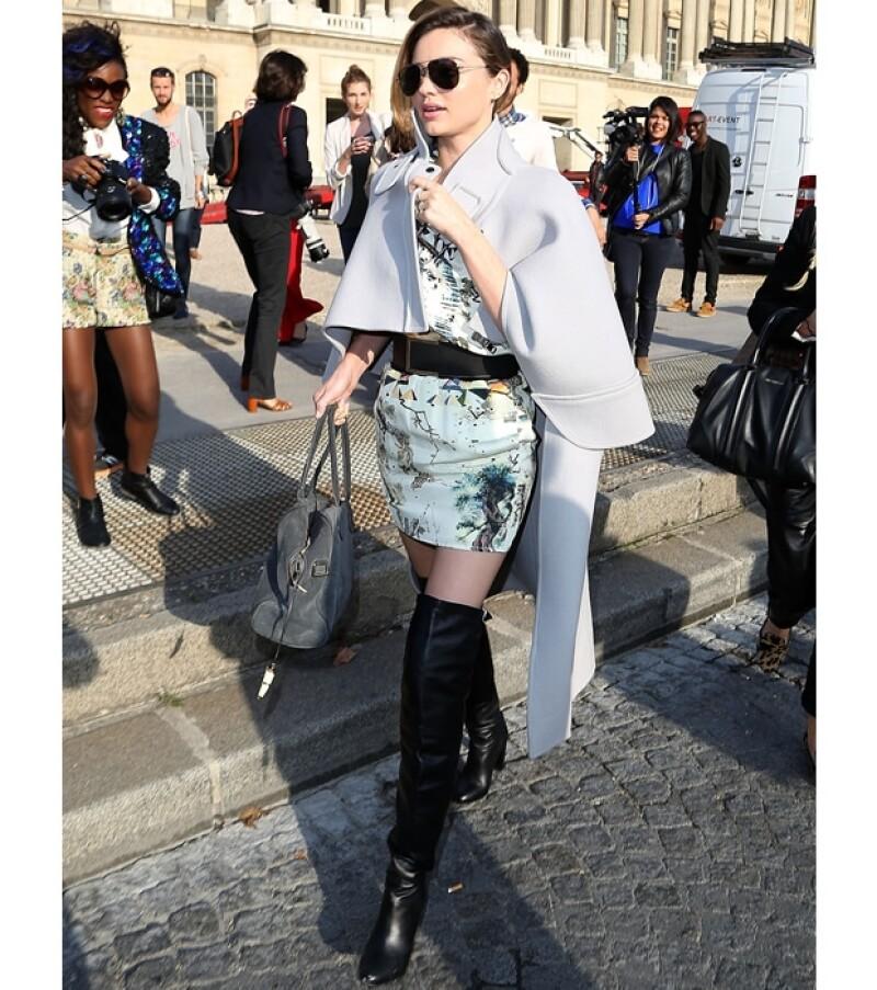 La supermodelo australiana lució espectacular durante los últimos días de la Semana de la Moda parisina en la que participó en algunos desfiles.