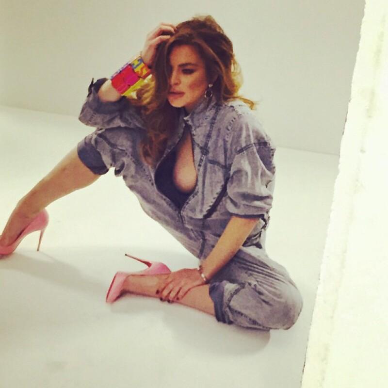 Es sabido que la actriz y cantante no posee muchas habilidades con el Photoshop, hasta el punto de borrarse las partes de una de sus bubis.
