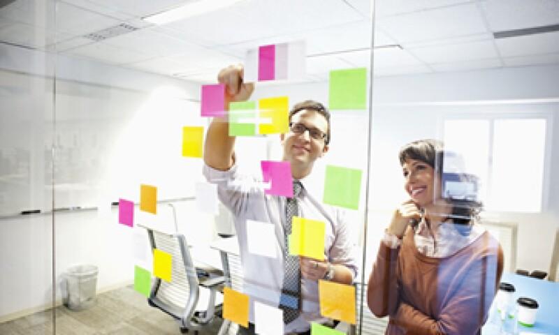 Los empleadores buscan, adicional a la experiencia profesional, que un candidato muestre capacidad de adaptación. (Foto: Getty Images)