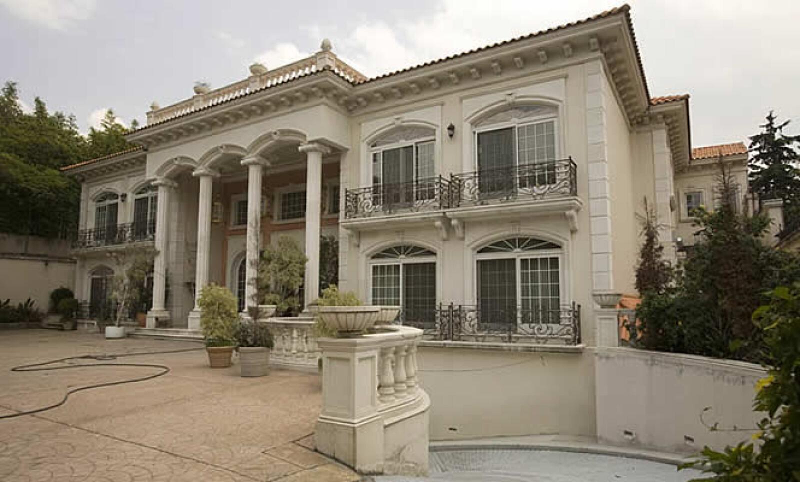 La casa de Zen Li Ye Gon en Lomas de Chapultepec, donde en marzo de 2007 se le decomisaron más de 205 millones de dólares en efectivo, también está a resguardo de la paraestatal.