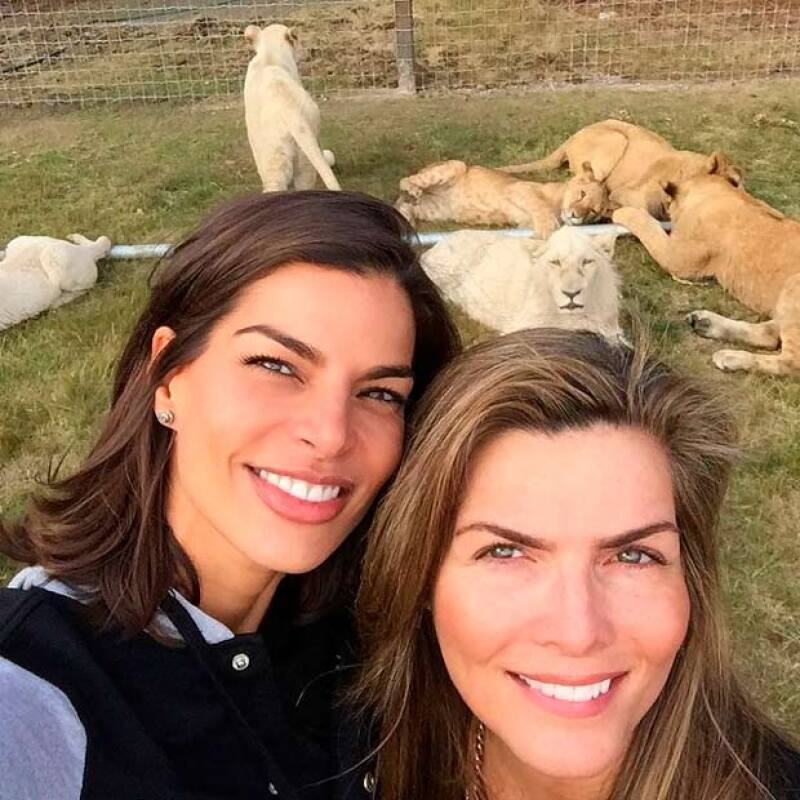 La selfie que no podía faltar aun con temor a los felinos.
