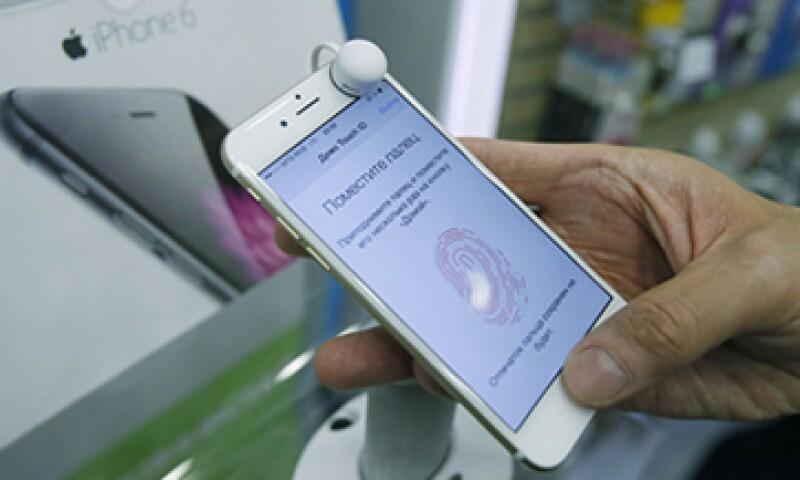 Los pagos iniciales por un iPhone 6 pueden ir desde los 5,000 hasta más de 10,000 pesos. (Foto: Getty Images )