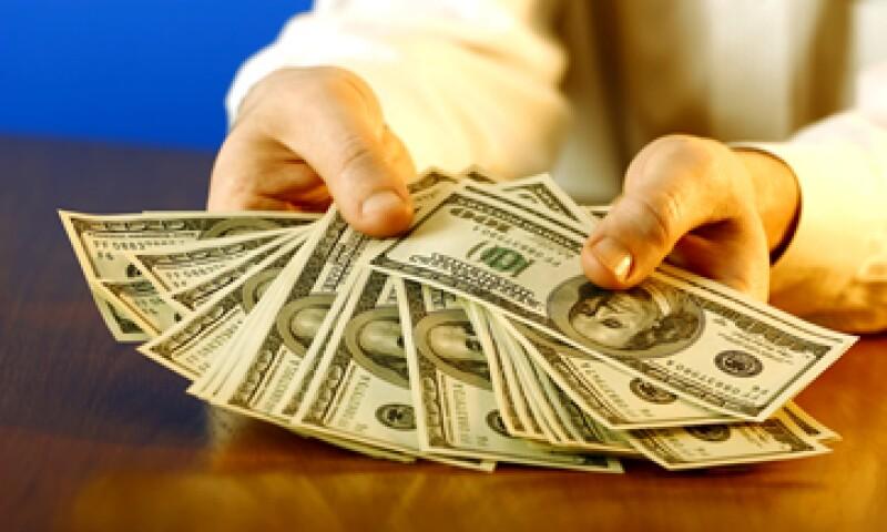 En ventanillas bancarias, el dólar se compra en 15.92 pesos. (Foto: iStock by Gettty Images)