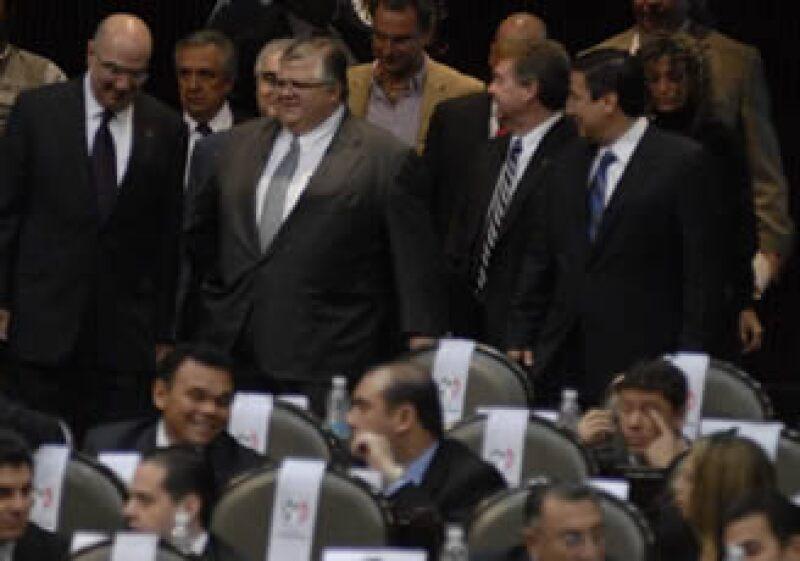 Carstens (centro) acudió este martes a la Cámara de Diputados. (Foto: Notimex)