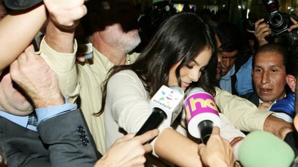 La Miss Universo llegó al Distrito Federal proveniente de Nueva York, donde fue recibida por una gran número de medios de comunicación.