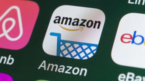 Amazon , Airbnb, ebay, News and other Apps on iPhone screen